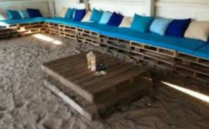 Lots of pallet seating