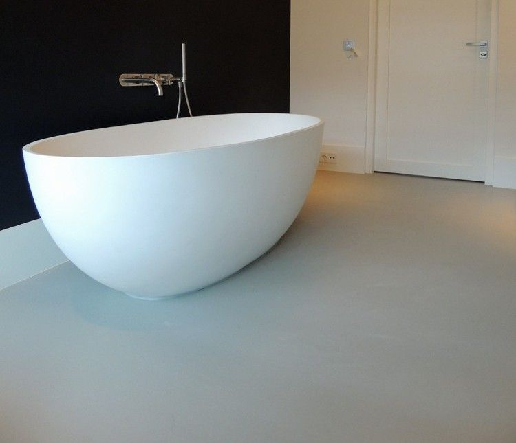 Toch een optie gietvloer? Mooi strak in badkamer. Ovale bad ook mooi ...