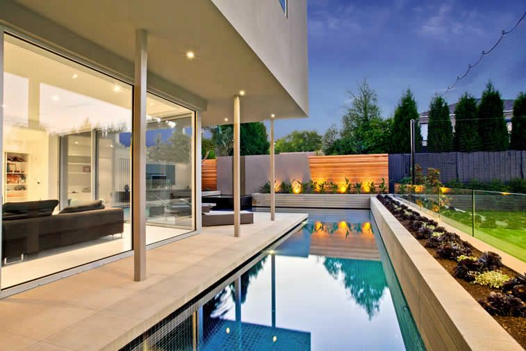 White House Accommodating An L Shaped Alfresco Pool In Caulfield North By Serenity Pools Alfresco Pools Backyard Decor Small Balcony Design