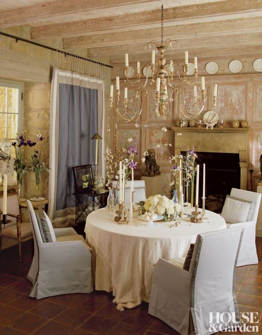Genial Chairs By Designer John Saladino Outfit The Dining Room Of His Montecito,  California, Villa. The Bleached Wood 18th Century Italian Chandelier Is  Antique.