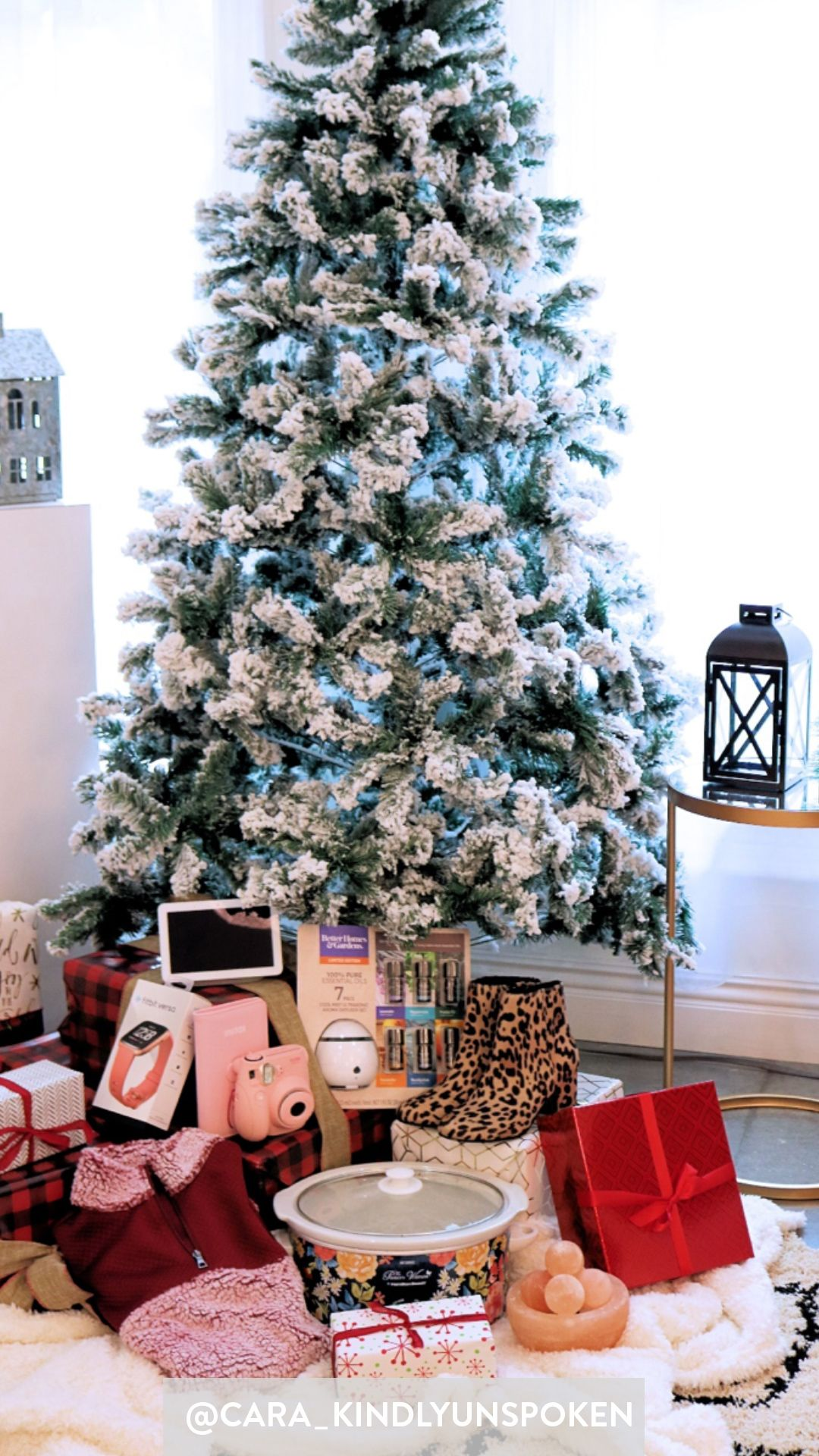 Kindly Unspoken Found Her Favorite Gifts For Her Girl Friends Now It Is Your Turn Take A Peek At Teens Christmas Holiday Decor Corporate Christmas Parties