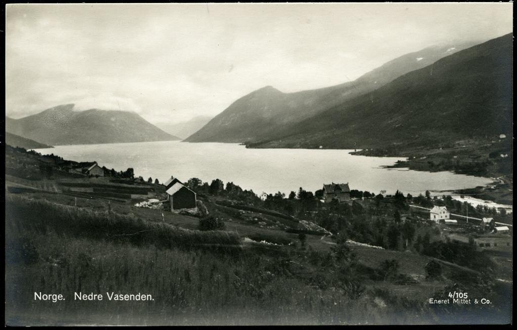 Sogn og Fjordane fylke Sunnfjord Nedre Vasenden. Rolig motiv fra uvanlig vinkel Utg Mittet