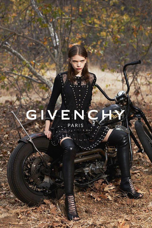Вторая сторона рекламной кампании #Givenchy - 23 Декабря 2014: Кампания, ставшая знаменитой из-за Джулии Робертс, имеет и другую. неопытную сторону... #vasharomatrufashion
