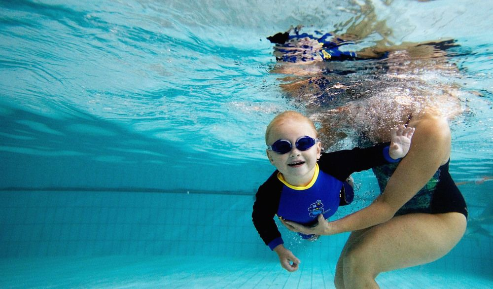 Many Of Us Are Scared From The Swimming And Feel Uncomfortable At The Swimming Pool With Others The Swimming Lessons For Kids Swim Lessons Potty Training Tips