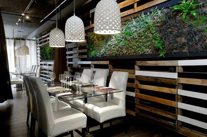 Restaurante pal con pared de pal s reciclados bares for Decoracion palets reciclados