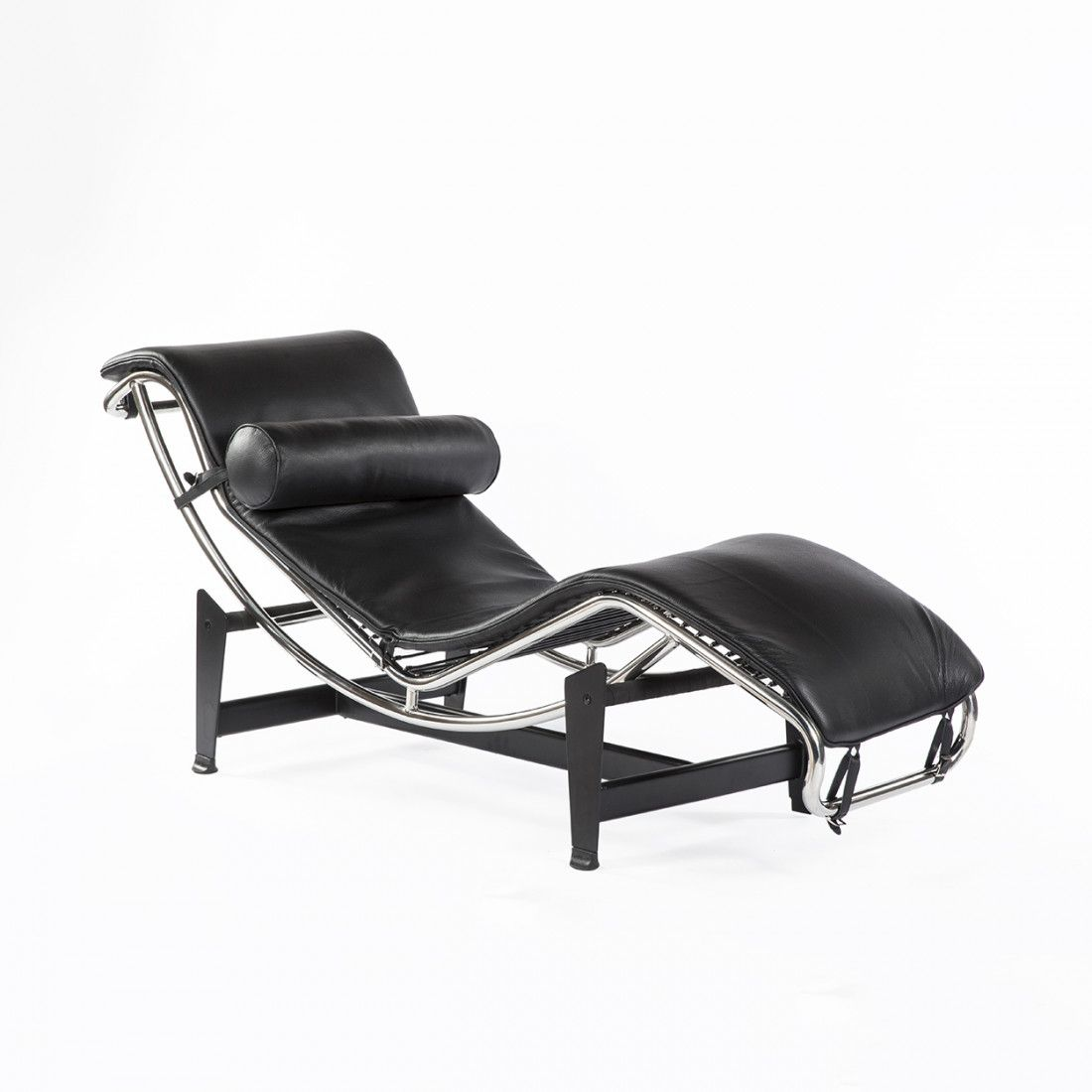 - Mid-Century Modern Reproduction LC4 Chaise Lounge - Black Leather