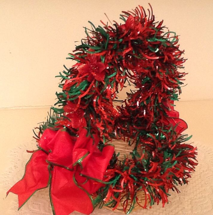 Christmas Ready-To-Fill gift basket, Red/Green tinsel garland w/poinsettias