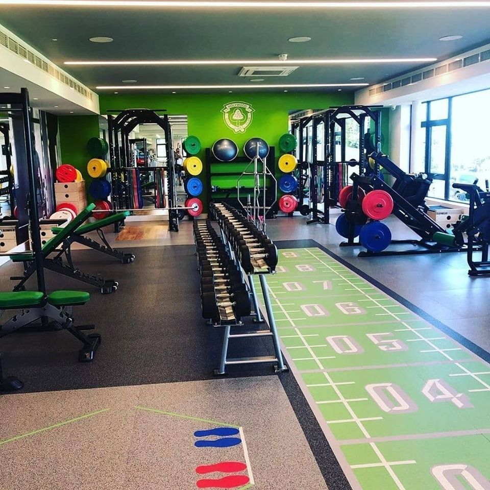Golf Legend Rory Mcilroy Visits The Fitness Center Of Holywood Golf Club S New Performanceacademy In Northern I Floor Workouts Gym Design Interior Gym Design