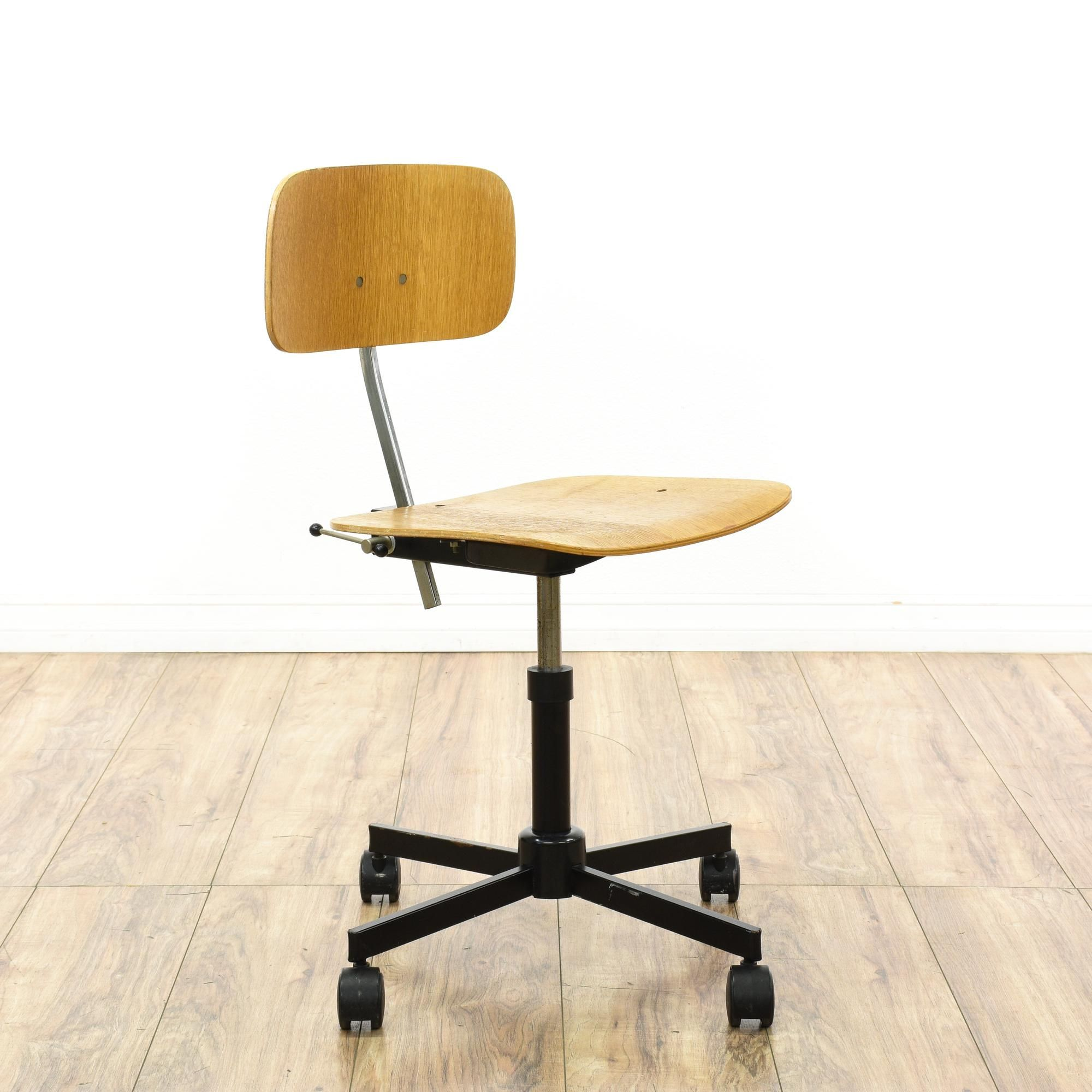 This Mid Century Modern Desk Chair Is Featured In A Molded Plywood With A Glossy Maple Finish This Retro Mid Century Modern Desk Chair Modern Desk Chair Chair