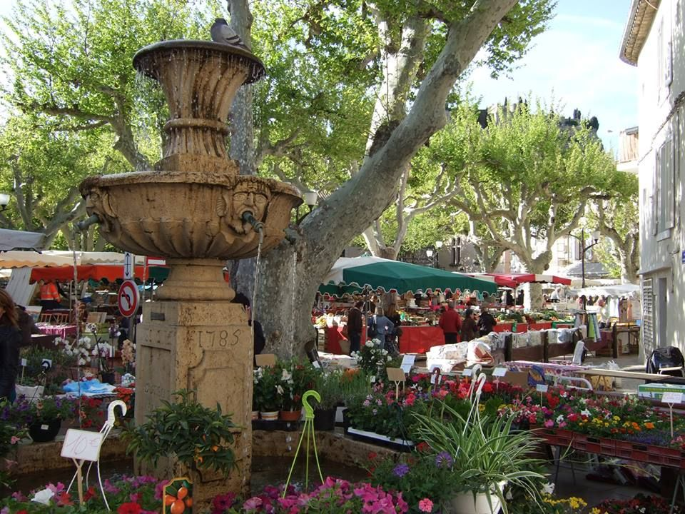 Cassis Market Pictured Janine Marsh From The Good Life France Says Some Of My Facvourite Street Markets Are Aix En Prove France Paris Photos France Travel