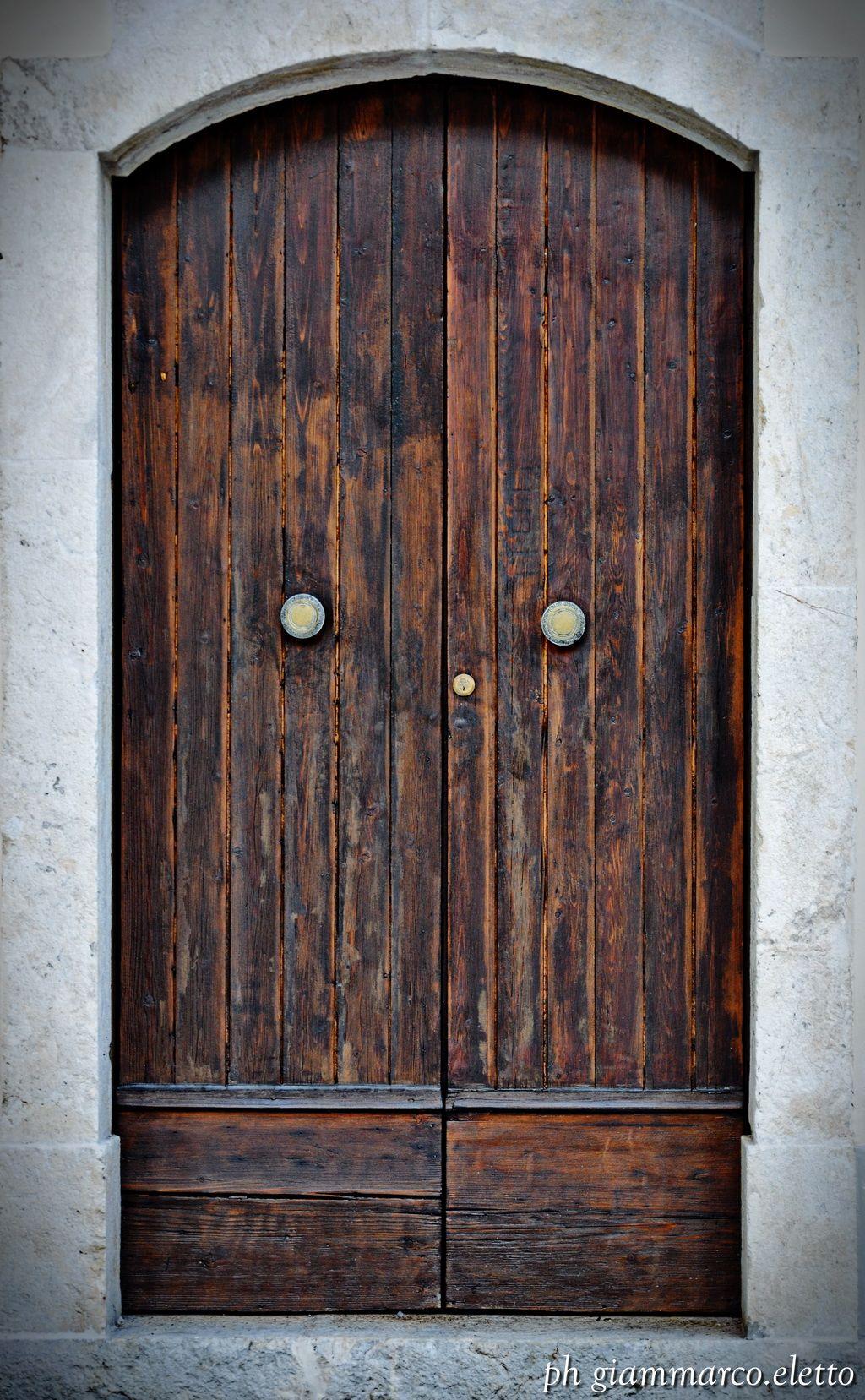 Mobili Avellino E Provincia antica porta di un ingresso secondario della chiesa della
