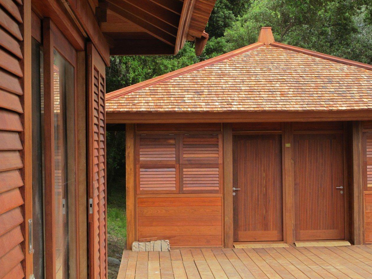 bungalow bois 36 volets et persienne en teck maison bois pinterest persiennes teck et volets. Black Bedroom Furniture Sets. Home Design Ideas