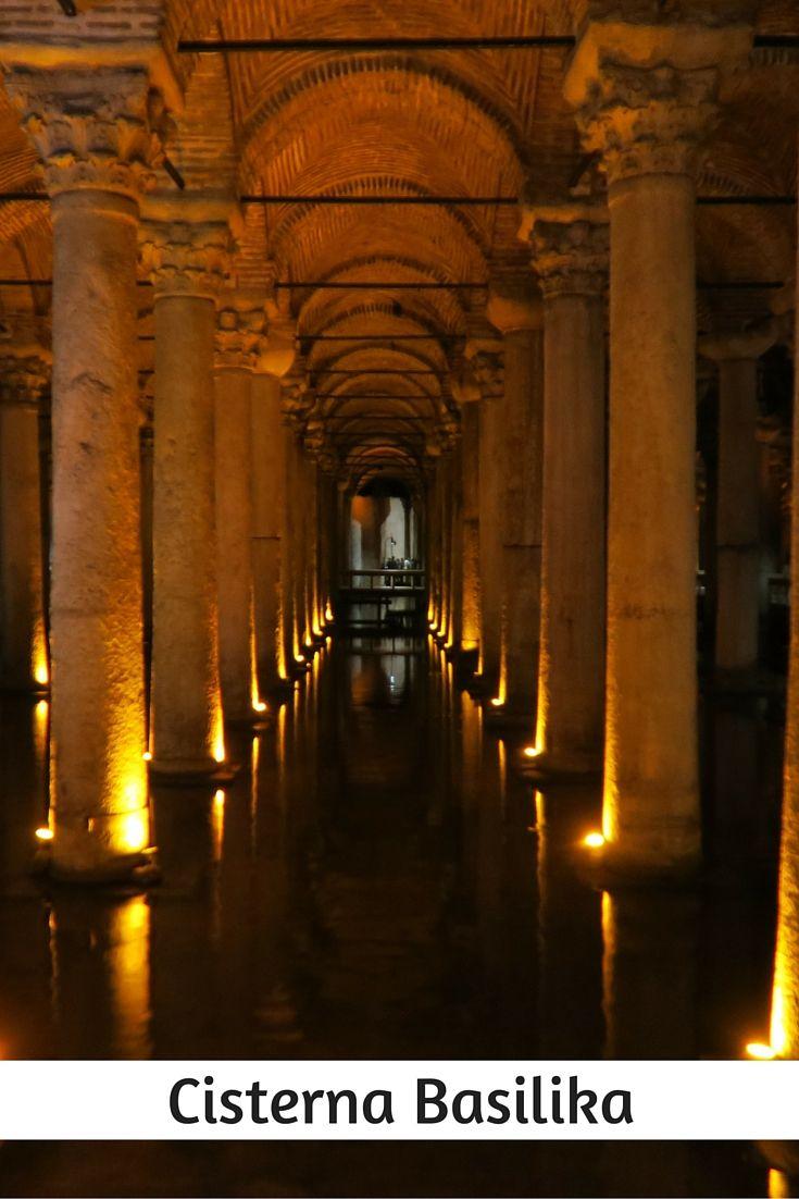 """Cisterna Basilika """"Der unterirdische Palast in Istanbul"""". Die jahrhundertealte Wasserzisterne ist eine der Top-Sehenswürdigkeiten in Istanbul: http://www.tuerkeireiseblog.de/sehenswuerdigkeiten-istanbul/"""