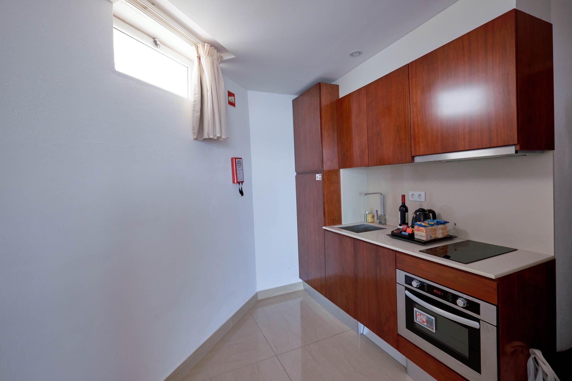 Best Refurbished Kitchens At Clube Praia Da Oura 400 x 300