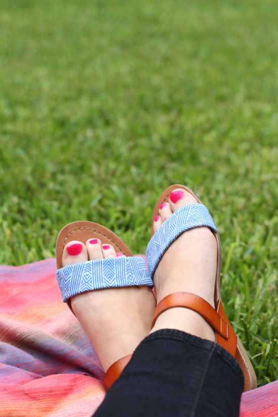 30c2b535495434 DIY    fabric sandal makeover project on paper   stitch