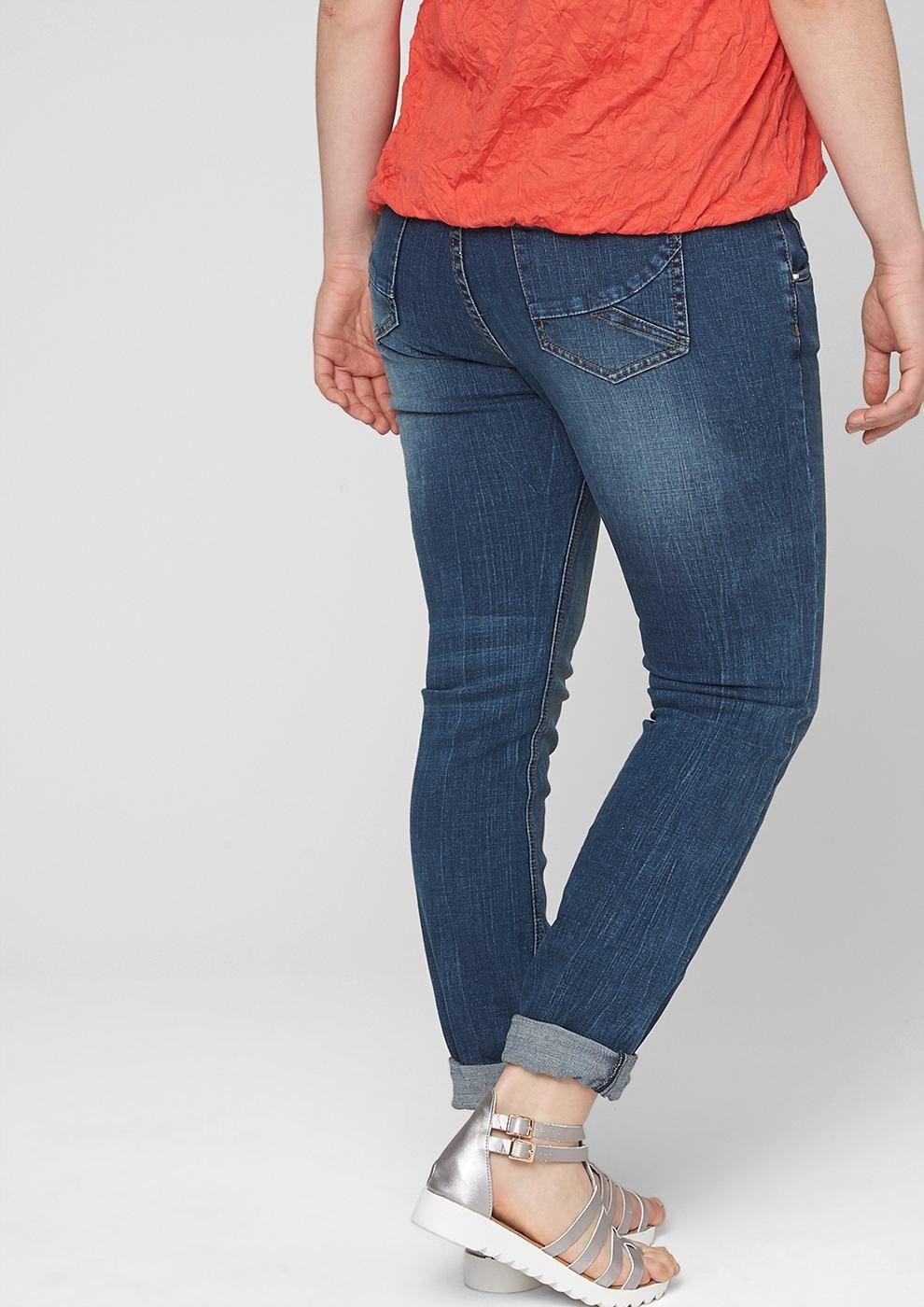 Stretch-Jeans mit leichter Waschung und Sitzfalten-Effekten teilweise verdeckte Knopfleiste vorn beliebter 5-Pocket-Style figurbetonte Passform Gerade mit leicht vertieftem Bund und schmalem Bein für eine normale Hüfte, einen flachen Po und normale Oberschenkel elastische Qualität aus Baumwollstretch Die sichtbare Knopfleiste sorgt für einen trendigen Look.   Materialzusammensetzung:Obermateri...