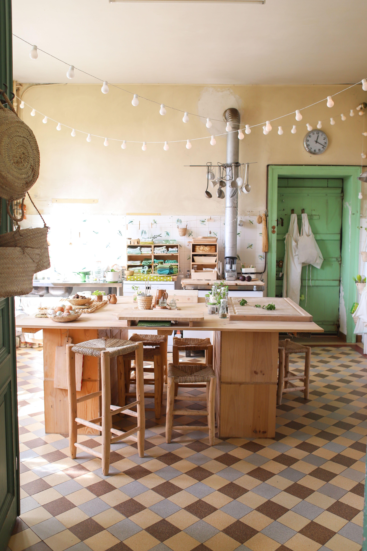 Cuisine vintage au Château de Dirac : guirlande de guinguette