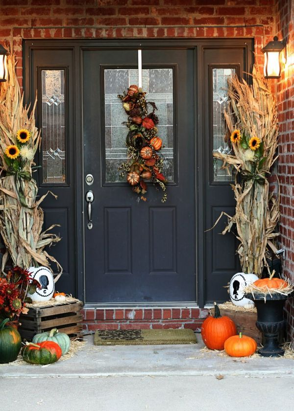 Beautiful Fall Decorations Made With Dried Corn And Corn Stalks Front Door Fall Decor Christmas Lights Outside Holiday Wreaths Christmas