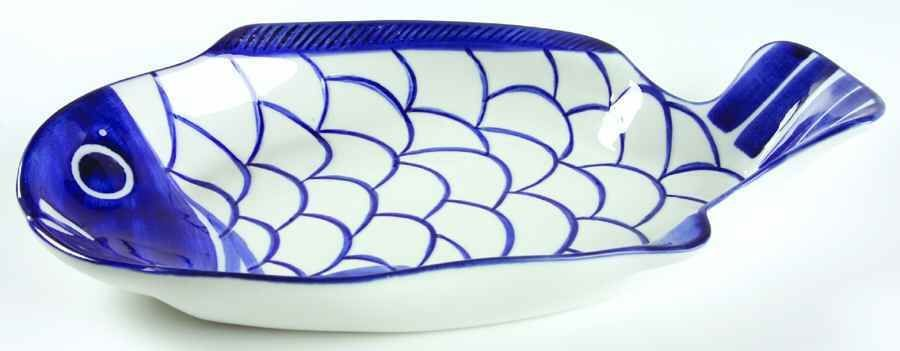 My favoriet platter from Dansk Arabesque (discontinued) pattern. I stocked up on duplicates for everything before they stopped making it. My all time favorite dinnerware.