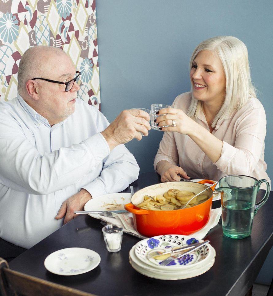 Sekä keittiömestari-isä Markku Pimiä että ruokakirjailijatytär Vappu Pimiä syövät merimiespihvinsä mieluiten HP-kastikkeen kanssa.