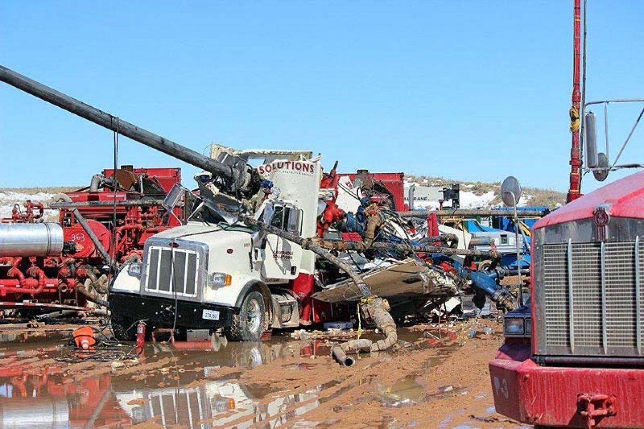 Image result for halliburton trucks Oilfield, Oil rig