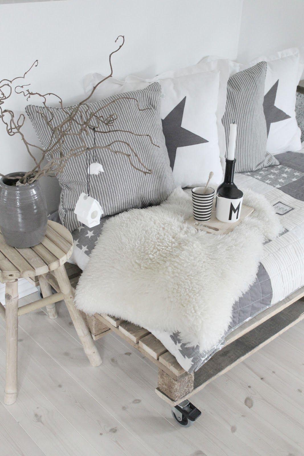 Ein super einfaches Sofa aus Europaletten. Aus einer Palette, einer ...