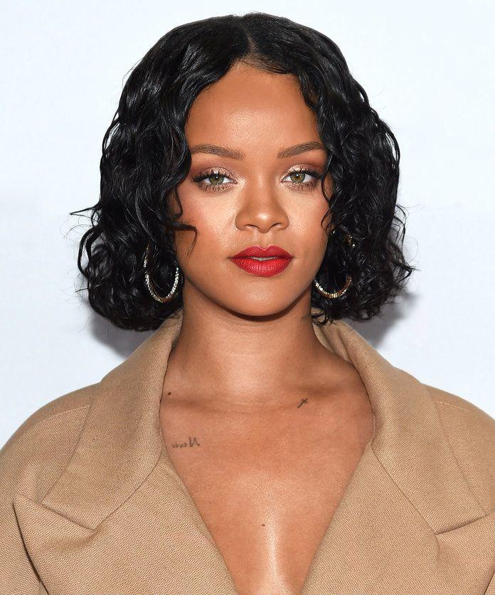 Rihanna S Shiny Curly Bob Curly Hair Styles Naturally Curly Hair Styles Hair Styles