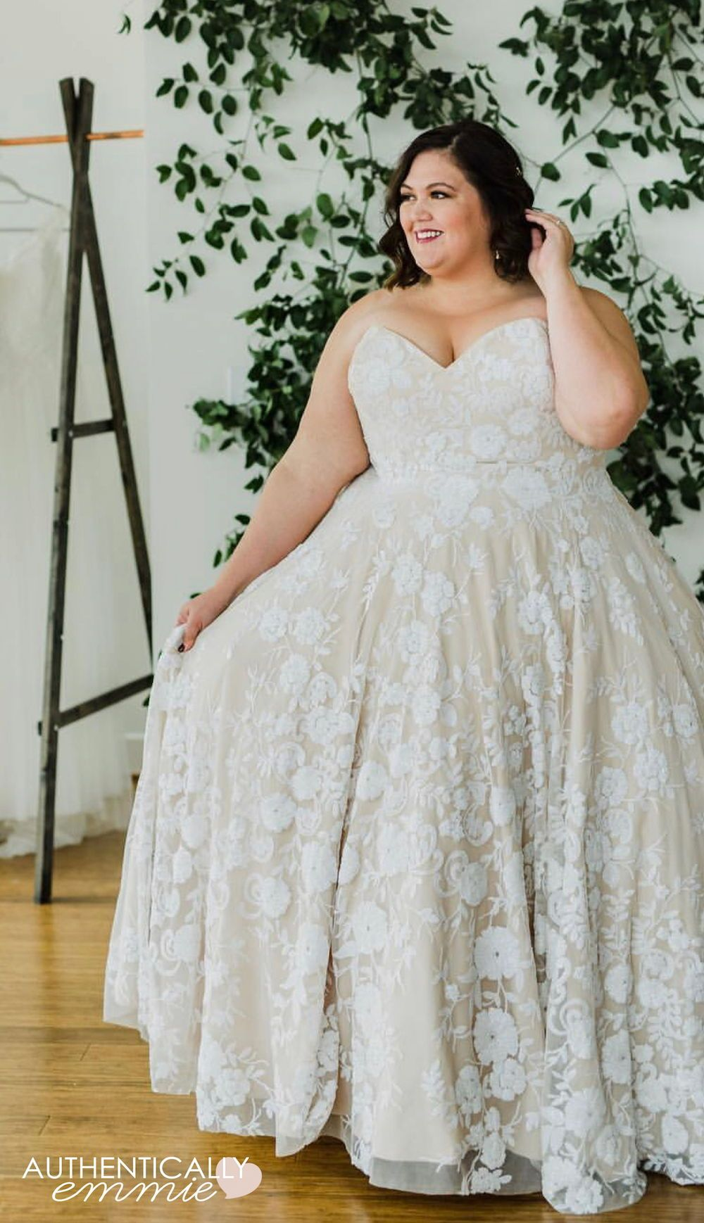 Tips For Shopping For A Plus Size Wedding Dress Plus Wedding Dresses Plus Size Wedding Plus Size Wedding Gowns