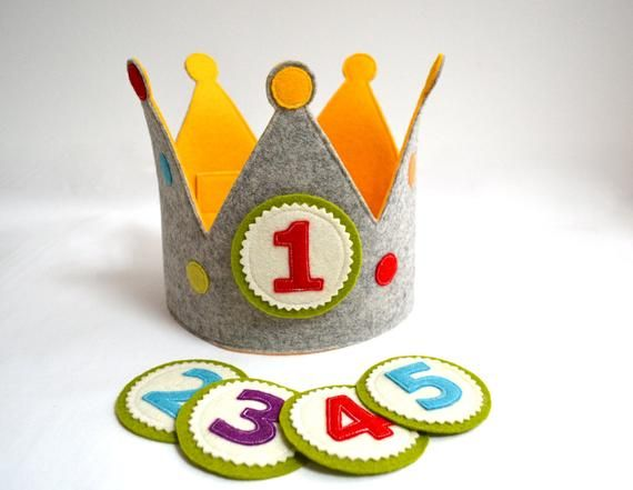 Birthday crown with 5 replaceable buttons, pure wool felt, grey/yellow