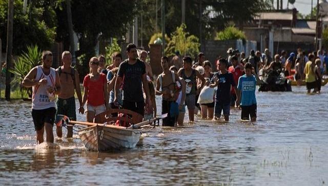 """""""Si a la Gobernadora le queda grande el saco, que se dedique a otra cosa y se ponga un quiosco"""" Durisimo mensaje contra María Eugenia Vidal por su ausencia en las inundaciones."""