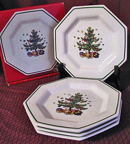 Nikko Christmastime ~ These are my Christmas dishes. I co-ordinate them with emerald green glasses a solid red tablecloth and green napkins. : nikko christmastime dinnerware - pezcame.com