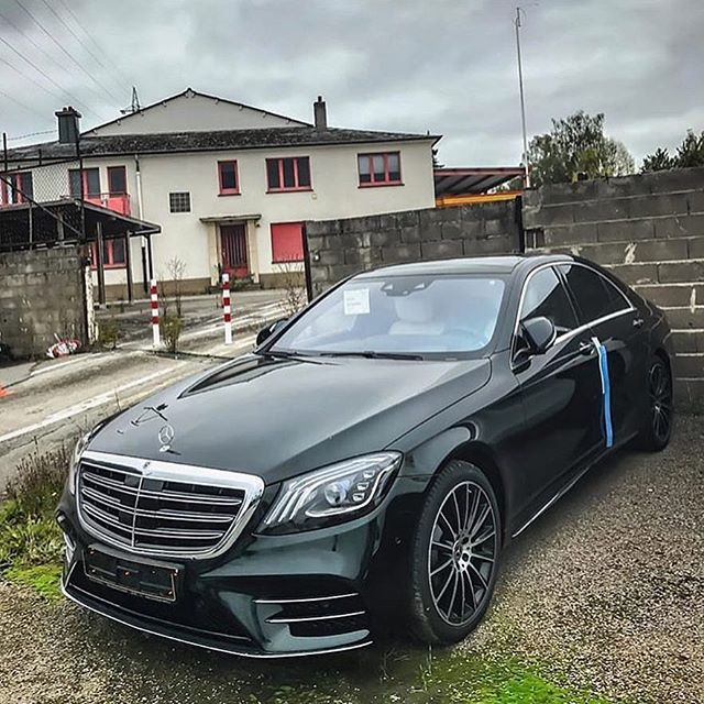 Mercedes Benz Black Maybach ———————- #mercedes #mercedesbenz ...