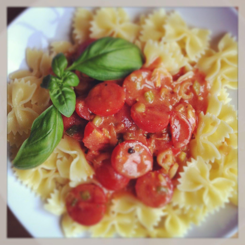 Sonntagsleckerchen: Nudeln mit karamellisierten Tomaten an Mandelsauce