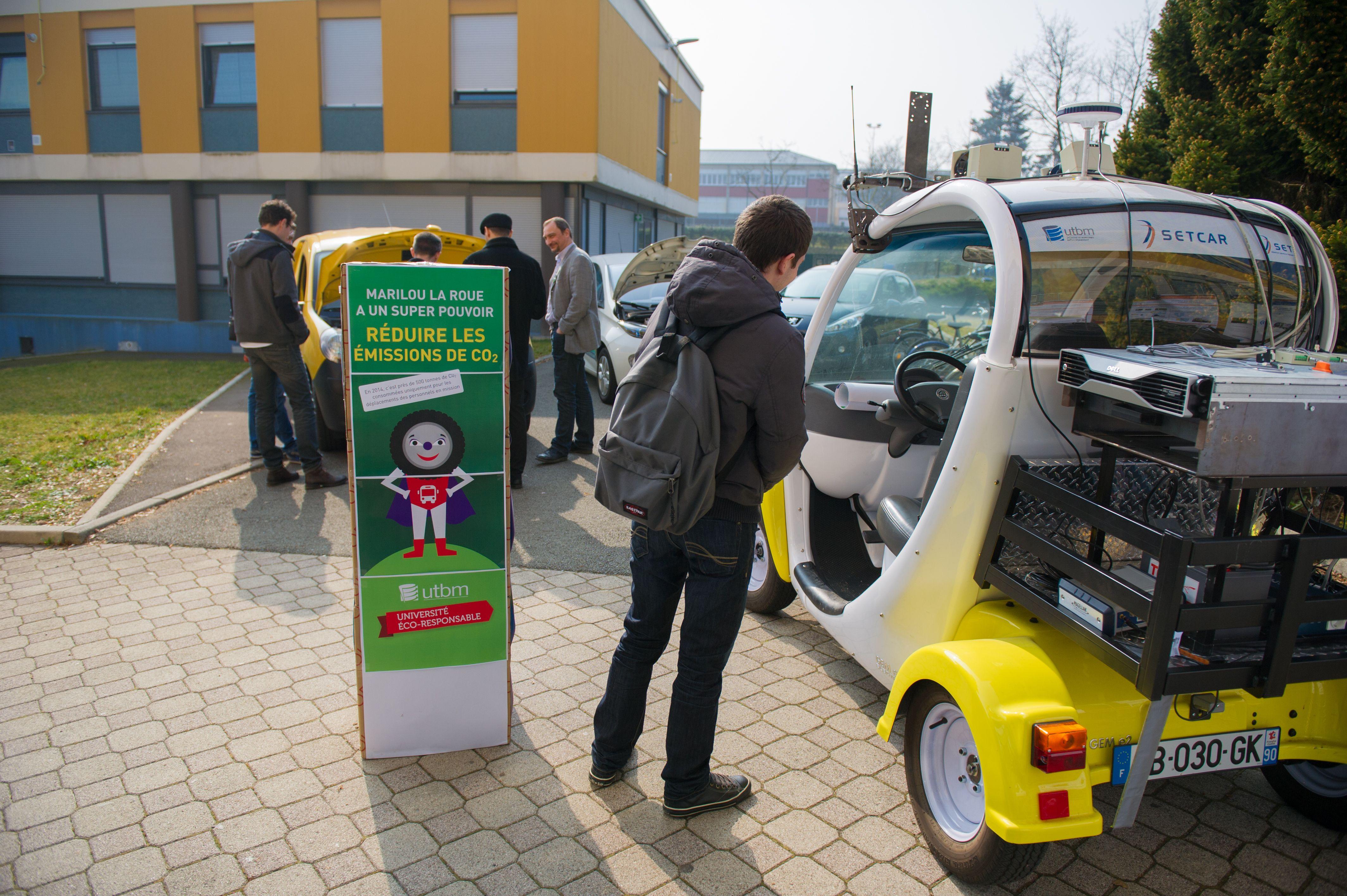 Campagne éco-gestes, lancement de la thématique mobilités autour d'un petit déjeuner équitable. Les véhicules intelligents des labos de recherche de l'UTBM étaient également de sortie. UTBM - service communication / DR