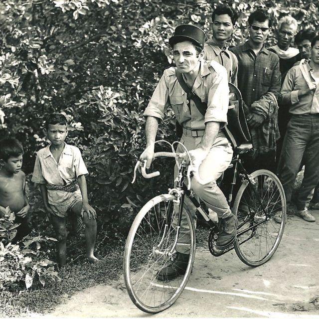 Charles Aznavour Rides A Bike Bicicletas Vintage Bici Bicicletas