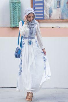 White and blue dress. www.filterfashion.com FOLLOW MY INSTAGRAM AT layerz101