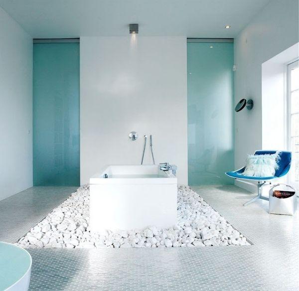 Bad Design Ideen Blau Hell Drehstuhl Dekokissen Beleuchtung Frei  Stehende Badewanne