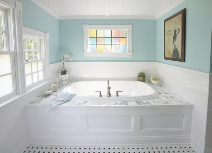 Bagno rustico ~ Gorgeous color for a room with so much natural light. yes please