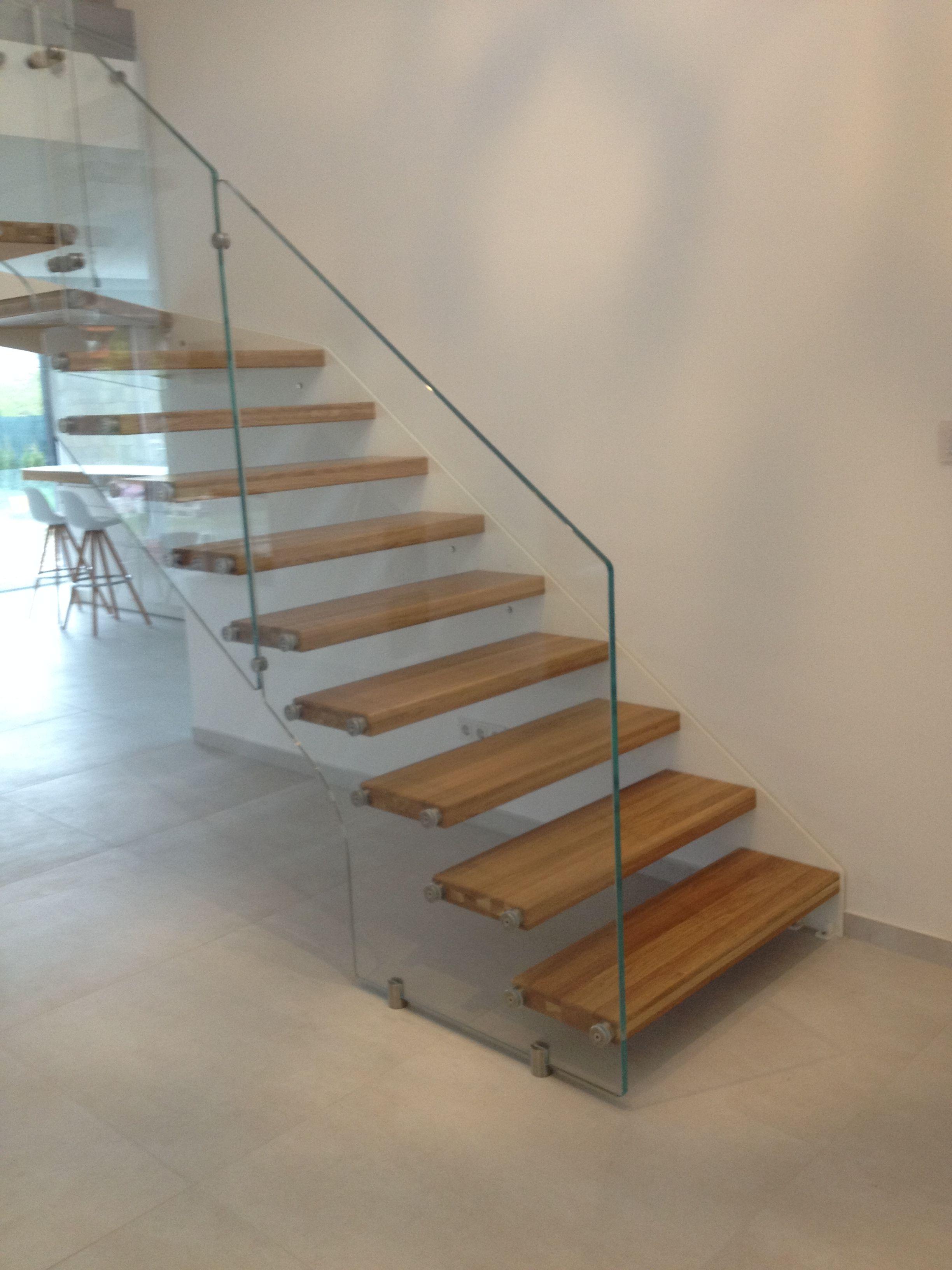 Fantastisch Formstep Treppen   Eine Stiege Mit Holzstufen Und Glasgeländer.