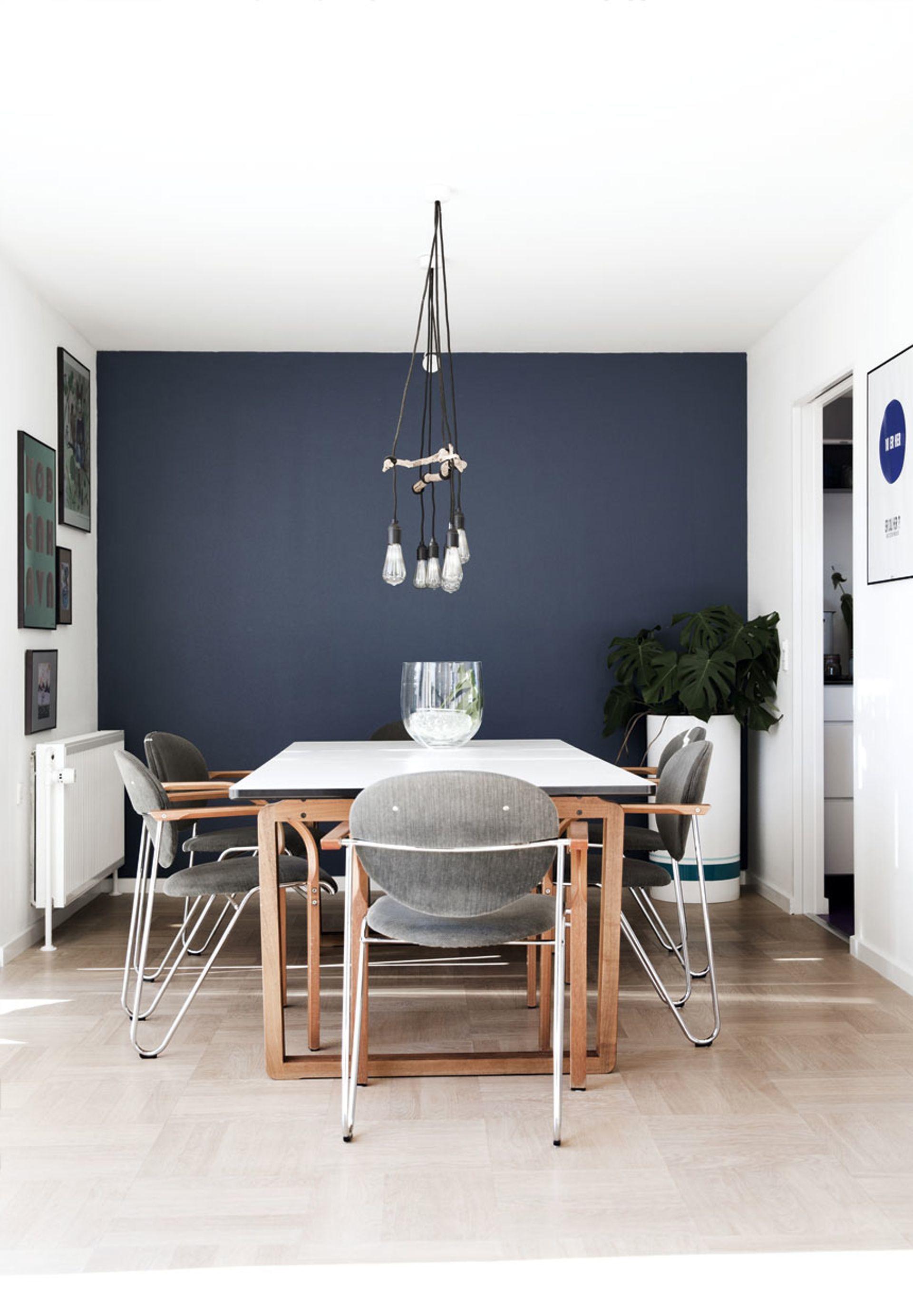 mørkeblå vægmaling