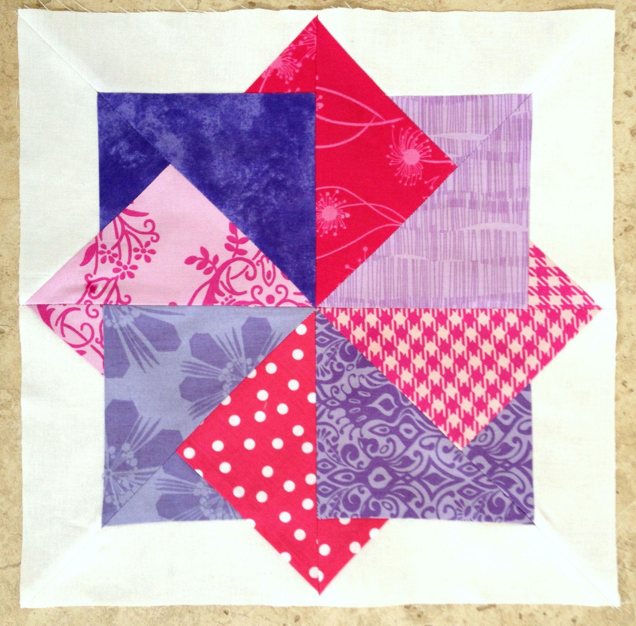 https://flic.kr/p/eedg8D   Modern Bee Block #1 for Alli518   Free Pattern! craftsewcreate.blogspot.com/2013/05/super-card-trick-bloc...