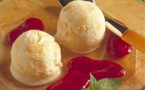 Abrikosis med hindbærpuré Dejlig, frisk is med puré af søde hindbær.