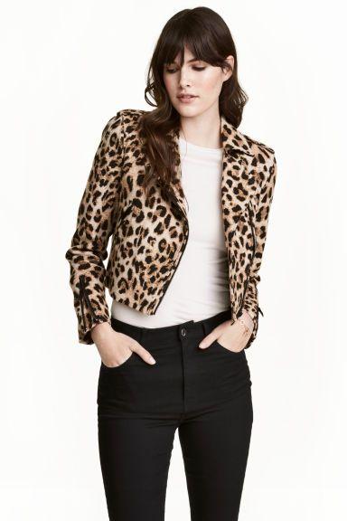 7639dc0e Kort bikerjack | My Style | Biker jacket outfit, Leopard jacket ...
