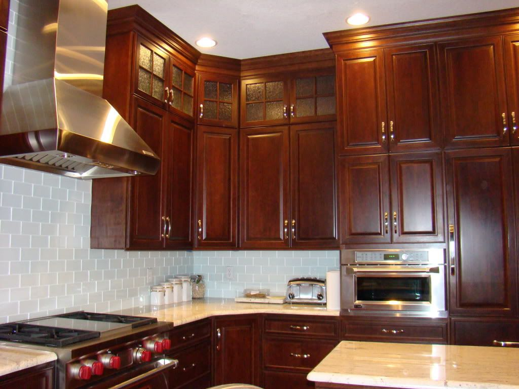 If You Have 10 Foot Ceilings And Cabinets That Go To The Ceiling Would You Please Post Pictu Staggered Kitchen Cabinets Interior Design Kitchen Kitchen Design