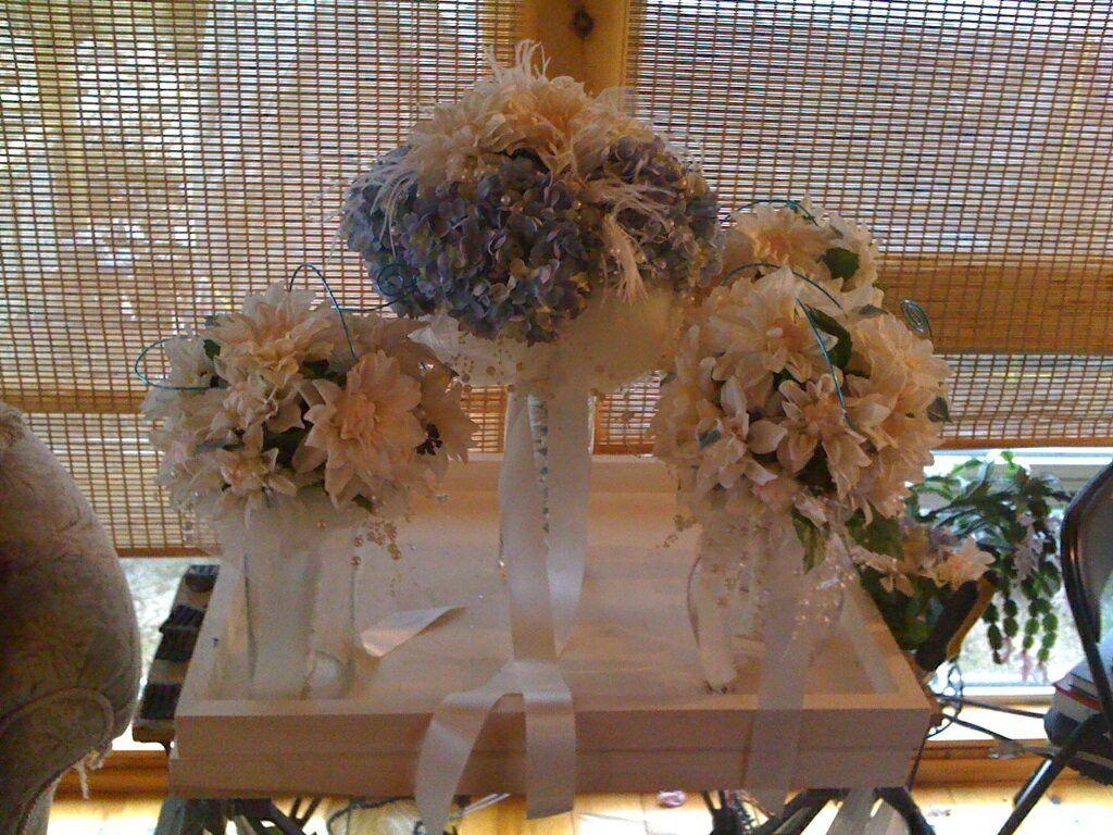 my bouquet plus bridesmaids bouquets