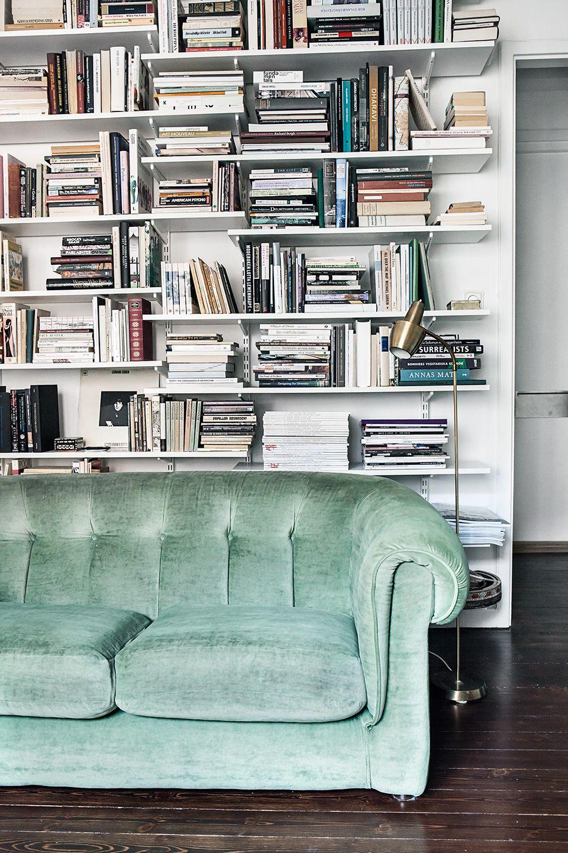 Heleneborgsgatan Södermalm Sofa bookshelf books green velvet Fantastic Frank