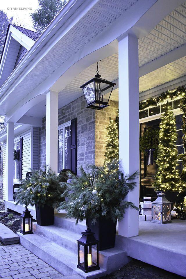 CHRISTMAS HOME TOUR : A CLASSIC FRONT PORCH WITH FRESH GREENERY