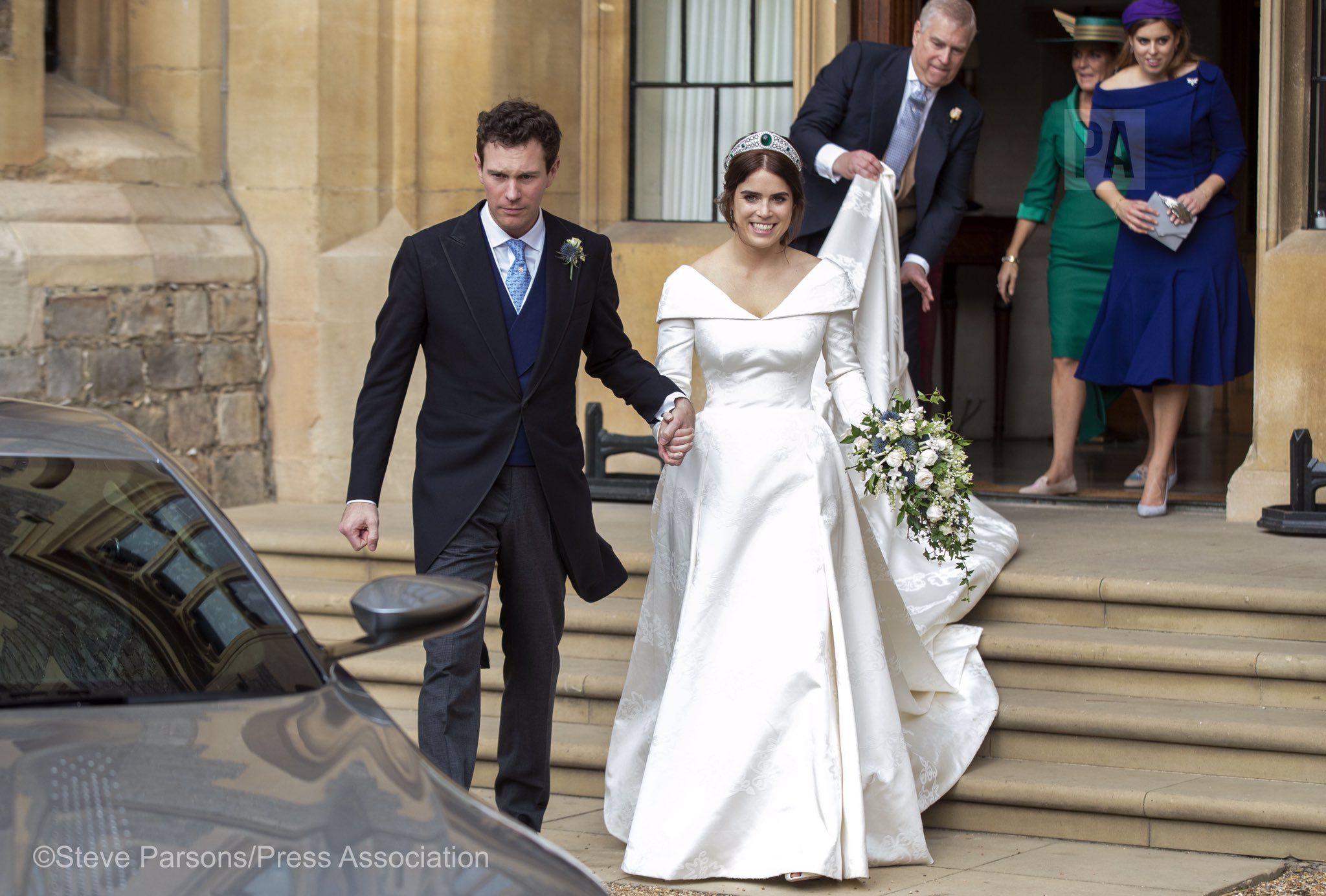 Steve Parsons On Twitter Eugenie Wedding Princess Eugenie Jack Brooksbank Second Wedding Dresses [ 1384 x 2048 Pixel ]