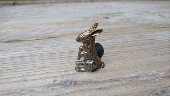 Small vintage simply scissors Rabbit pin by wilsonscollectables