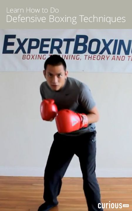 Johnny From Expert Boxing Demonstrates The Two Main Head Movement Patterns For Boxing Circular And Triangular You Ll Also Lear Boxing Techniques Survival Tips